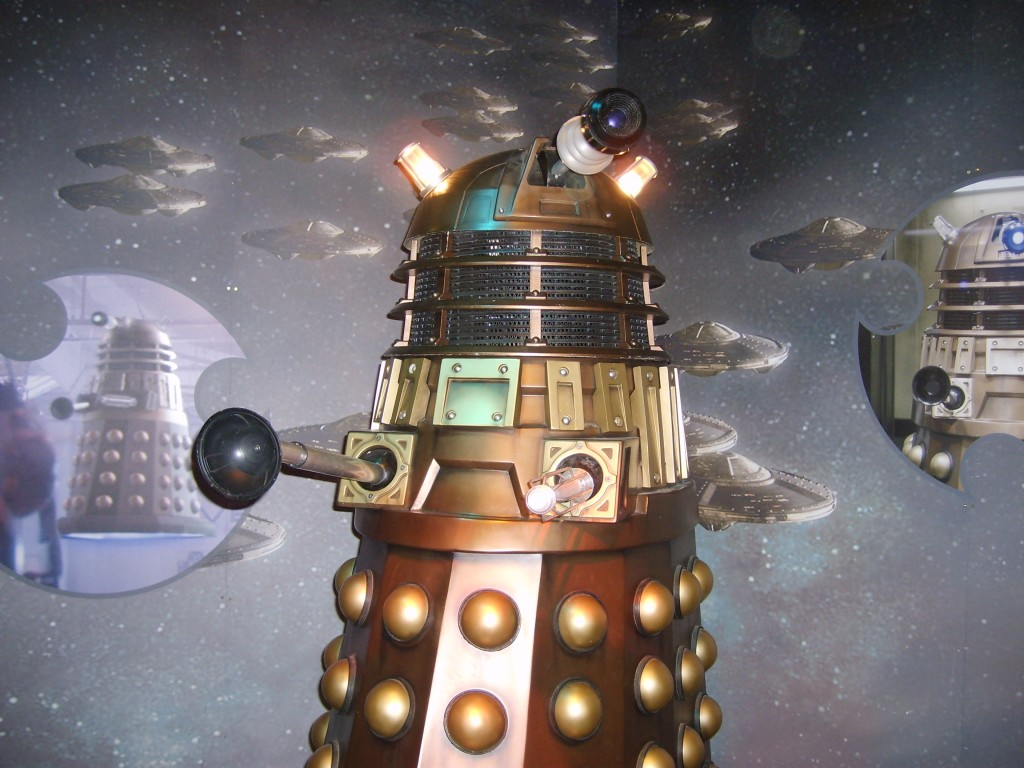 "<Digimax S600 / Kenox S600 / Digimax Cyber 630> A dalek from Doctor Who to illustrate the article ""top 5 weirdest alien conspiracy theories"""